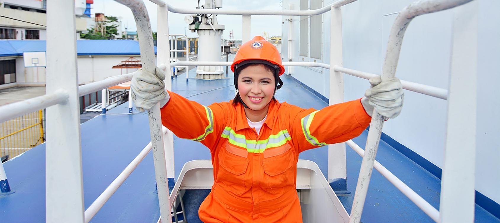 работа для девушке на судне
